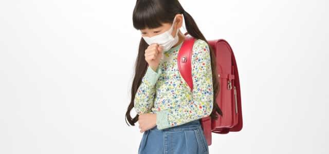 咳き込む女児